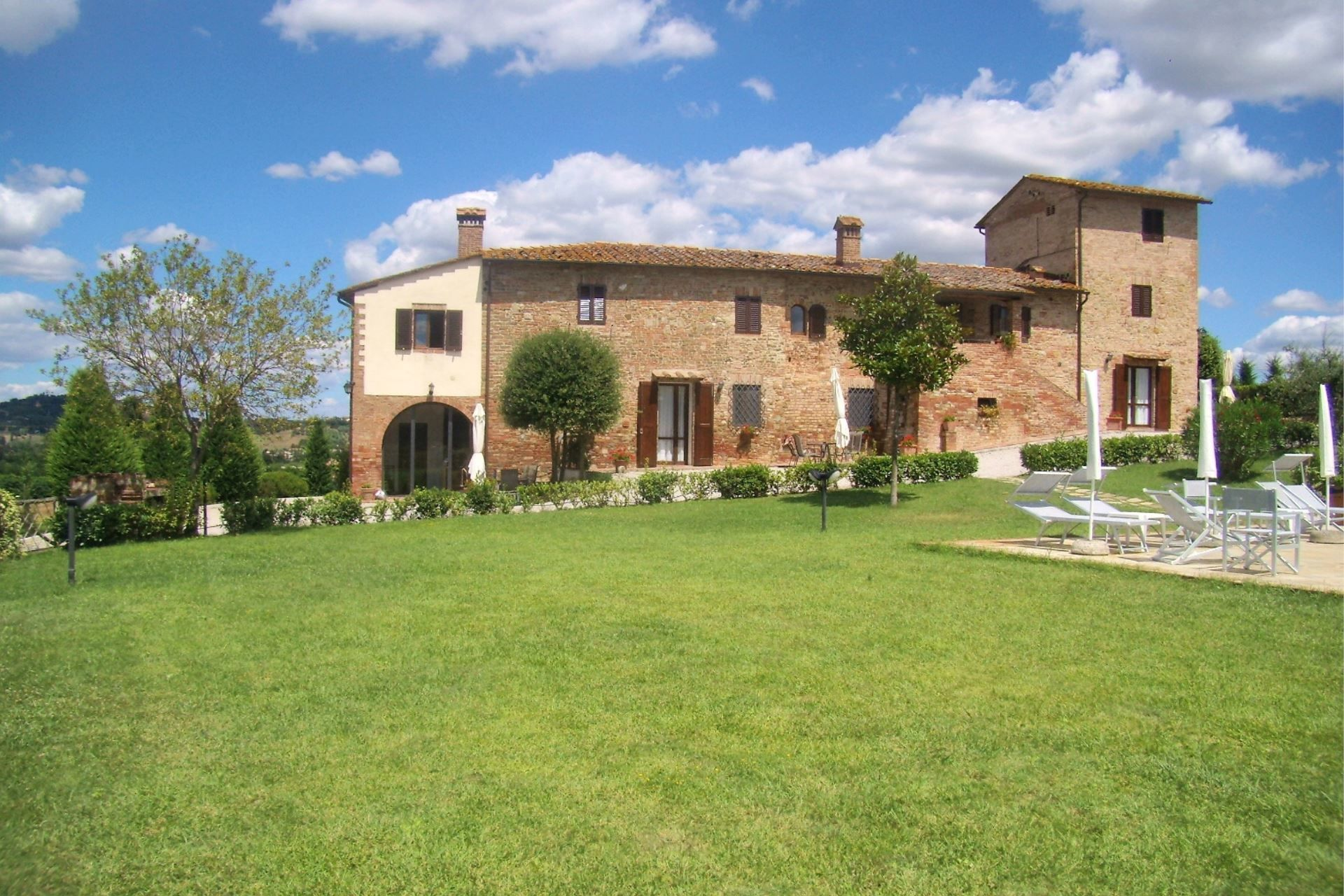 Beauty At Home Castelfiorentino villa caselsa: villa that sleeps 24 people in 12 bedrooms