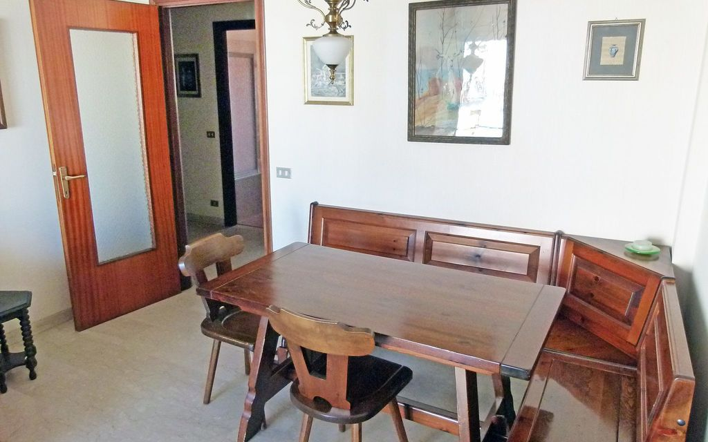 Luino Centro Villa That Sleeps 4 People In 1 Bedrooms Located In Luino Lombardy Italy